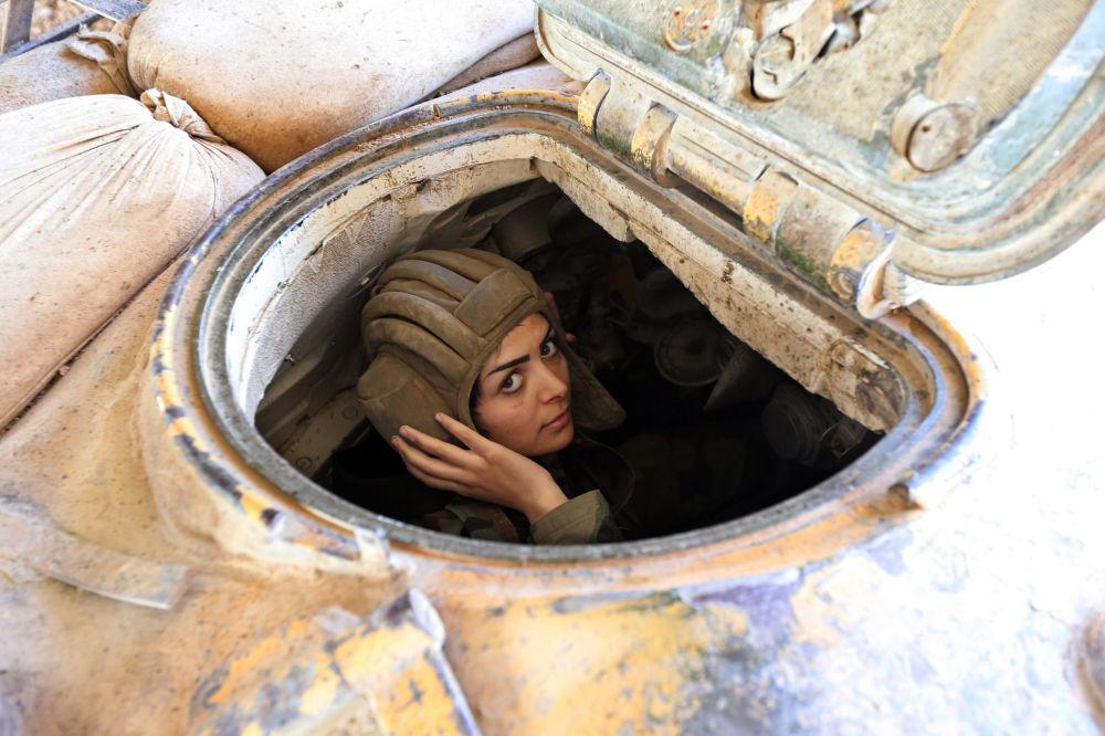 مجندة سورية من كتيبة مغاوير الحرس الجمهوري