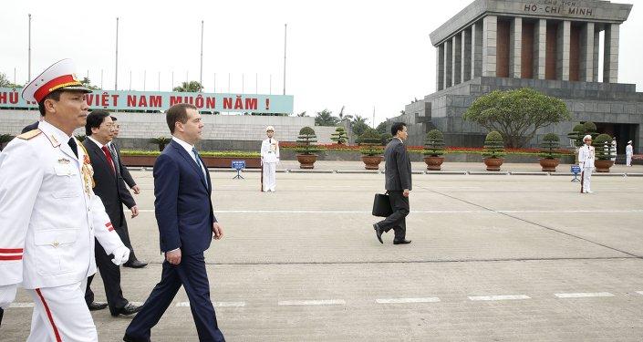 رئيس الحكومة الروسية دميتري ميدفيديف يقوم بزيارة إلى  فيتنام