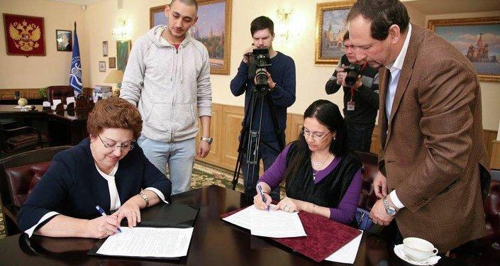 رئيسة جامعة الفنون والثقافة الروسية، تاتيانا كوزنيتسوڤا ورئيسة أكاديمية الفنون المصرية، أحلام يونس