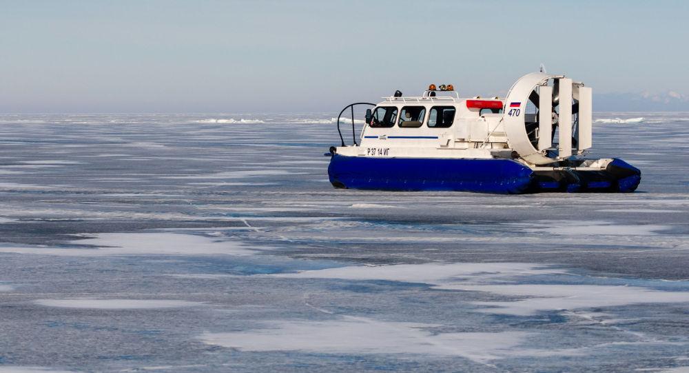 قارب في بحيرة بايكال