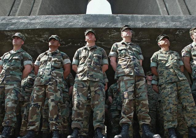 مدربون عسكريون أمريكيون