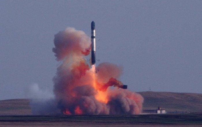 العالم يطور الأسلحة النووية