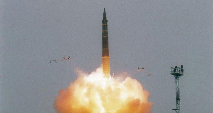 إطلاق صاروخ استراتيجي محمول على عربة قطار
