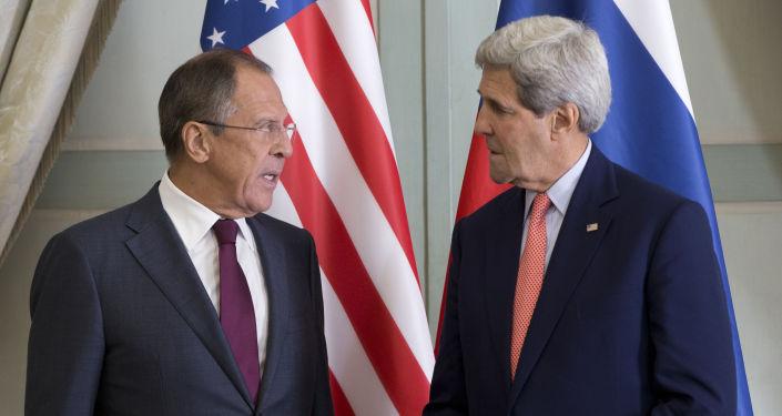 سيرغي لافروف وزير خارجية روسيا، وجون كيري وزير خارجية الولايات المتحدة الأمريكية