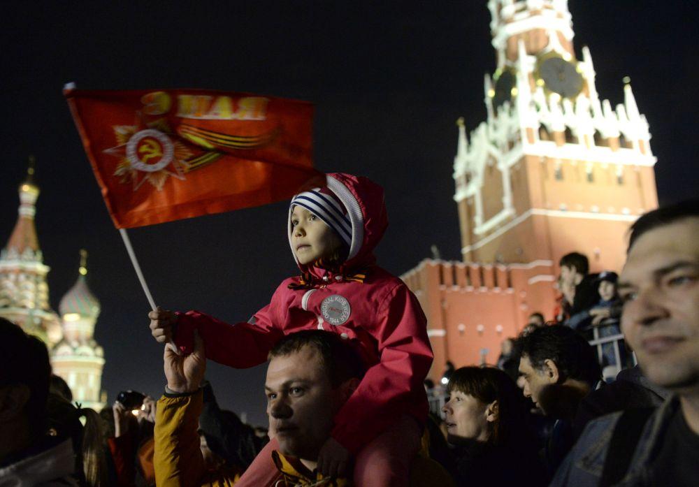 بروفة العرض العسكري جذبت انتباه المئات من سكان موسكو