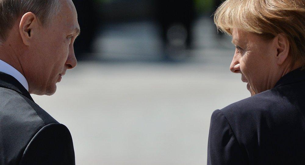 الرئيس الروسي فلاديمير بوتين والمستشارة الألمانية أنجيلا ميركل