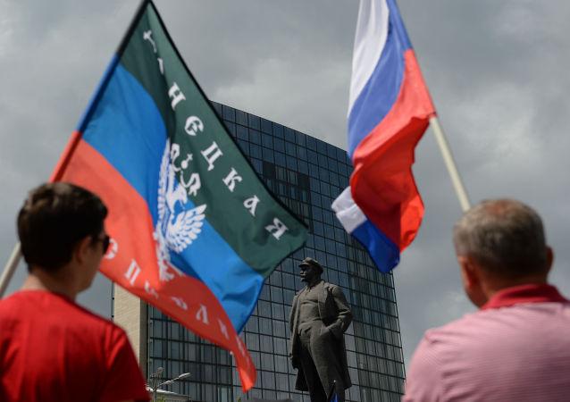 مظاهرة مؤيدة لجمهورية دونيتسك الشعبية في مدينة دونيتسك