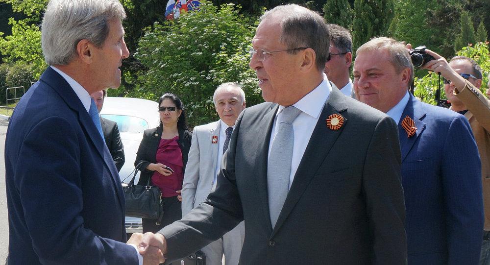 لافروف يستقبل كيري في سوتشي