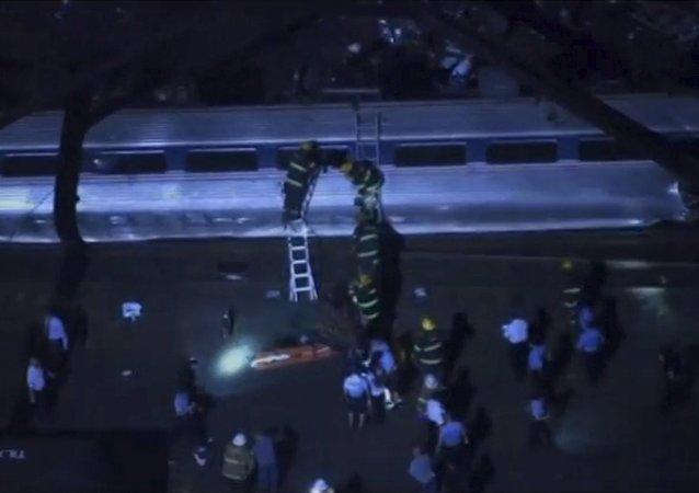 حادث خروج قطار عن القضبان في فيلادلفيا