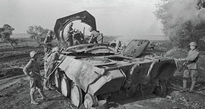 آلية ألمانية مدمرة في ساحة معركة بروخوروفكا