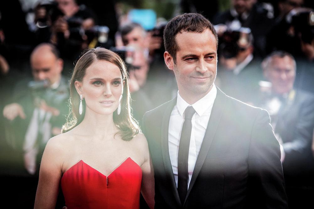 النجمة ناتالي بورتمان وزوجها بنيامين ميلبيد في المهرجان السينمائي الدولي الـ 68، كان، جنوب فرنسا، الأربعاء، 13 مايو 2015.