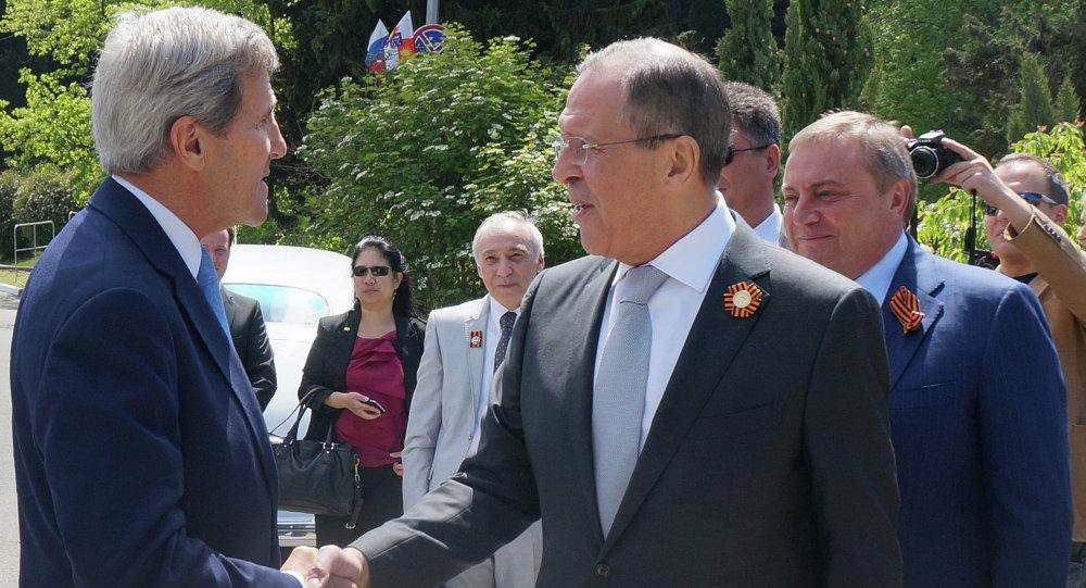 سيرغي لافروف وزير الخارجية الروسي يستقبل جون كيري وزير الخارجية الأمريكي في سوتشي