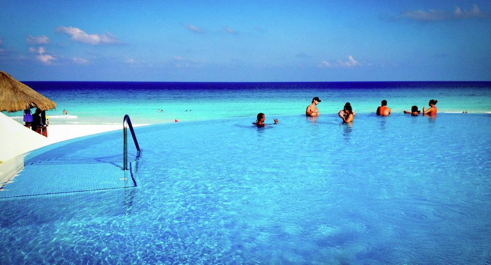 حمام سباحة بأحد المنتجعات فى ولاية باجا كاليفورنيا المكسيكية
