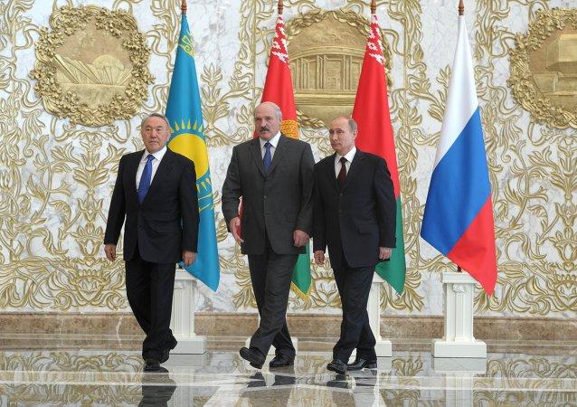 رؤساء روسيا وبيلاروسيا وكازاخستان مؤسسو الاتحاد الاقتصادي الأوراسي