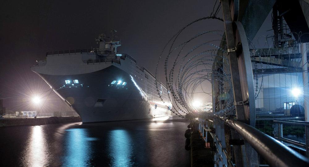 سفينة حربية من طراز ميسترال
