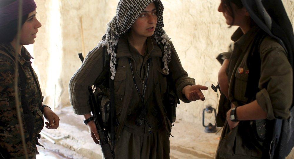 مقاتلات كرديات فى جبل سنجار شمالي العراق