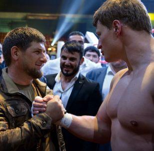 رئيس جمهورية الشيشان رمضان قاديروف والملاكم الروسي ألكسندر بوفيتكين