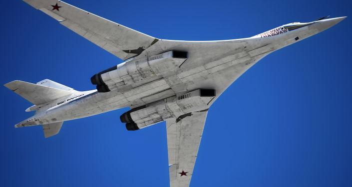 قاذفة القنابل والصواريخ تو يو-160