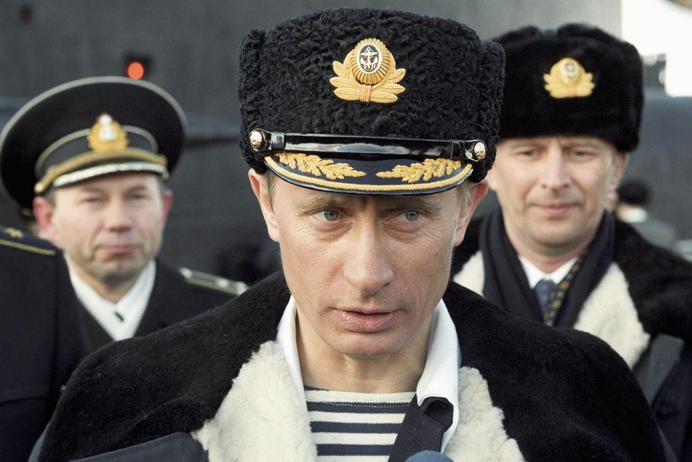 الرئيس الروسي يراقب مناورات الأسطول الشمالي