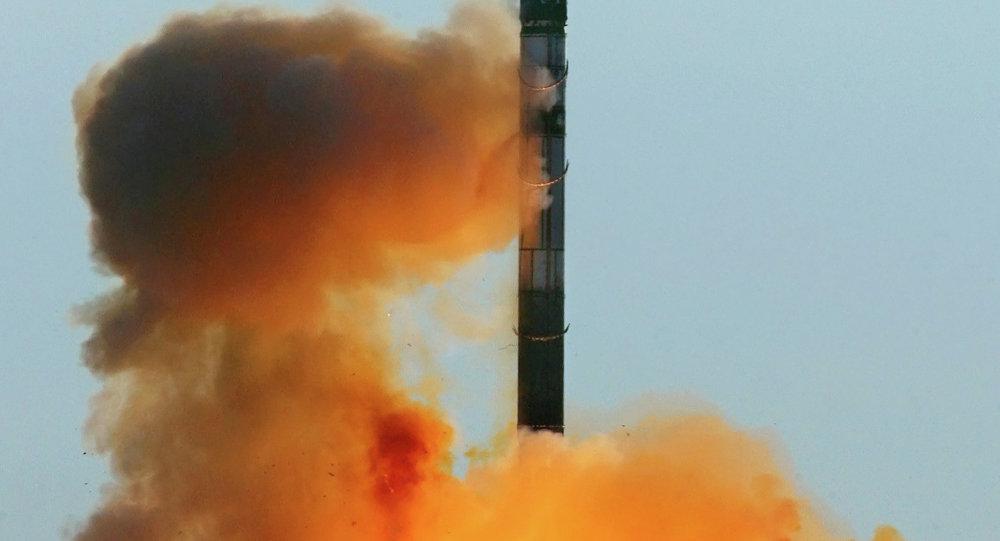 إطلاق صاروخ إر إس-20