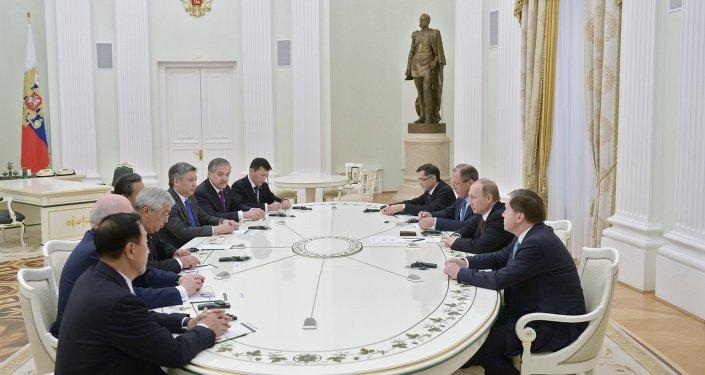 الرئيس الروسي فلاديمير بوتين يستقبل وزراء خارجية دول منظمة شنغهاي
