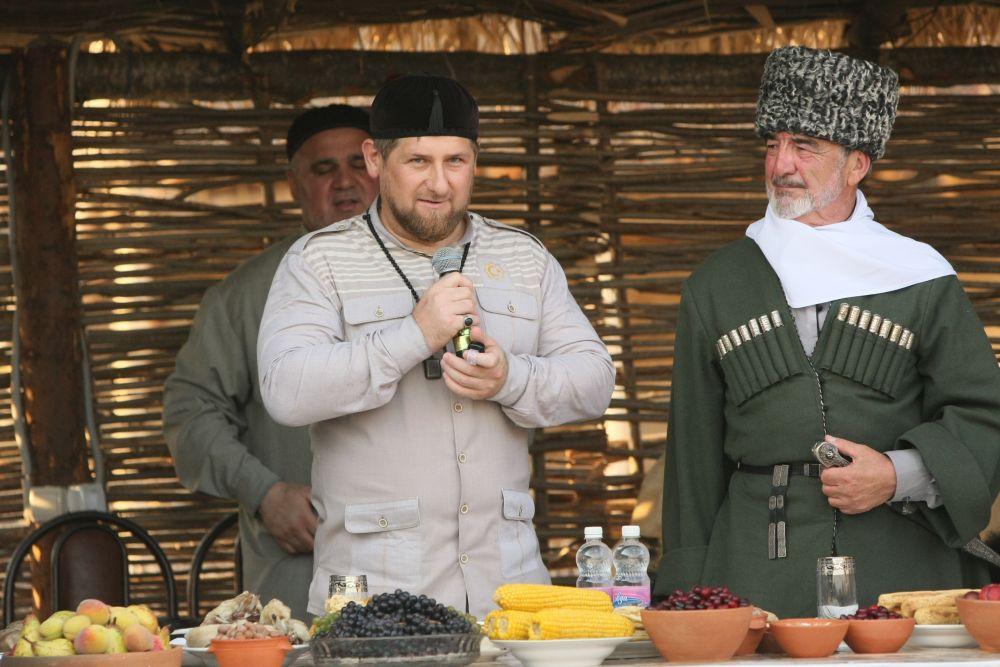 رمضان قادروف رئيس جمهورية الشيشان في افتتاح المتحف الإثنوغرافي في الشيشان