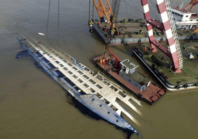 غرق سفينة ركاب صينية
