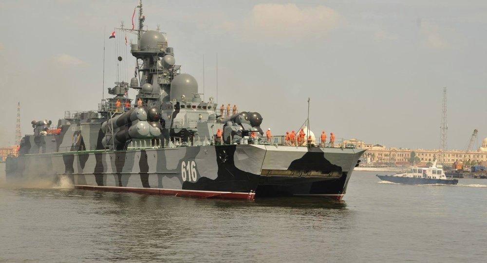 سفينة البحرية الروسية فى ميناء الأسكندرية المصري