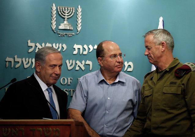 رئيس الوزراء الإسرائيلي بنيامين نتنياهو ووزير الدفاع موشي يعلون