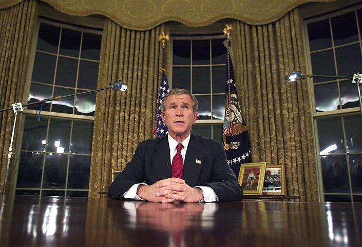 جورش بوش يعلن الحرب على العراق