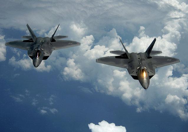مقاتلات الجيل الخامس الأمريكية إف - 22