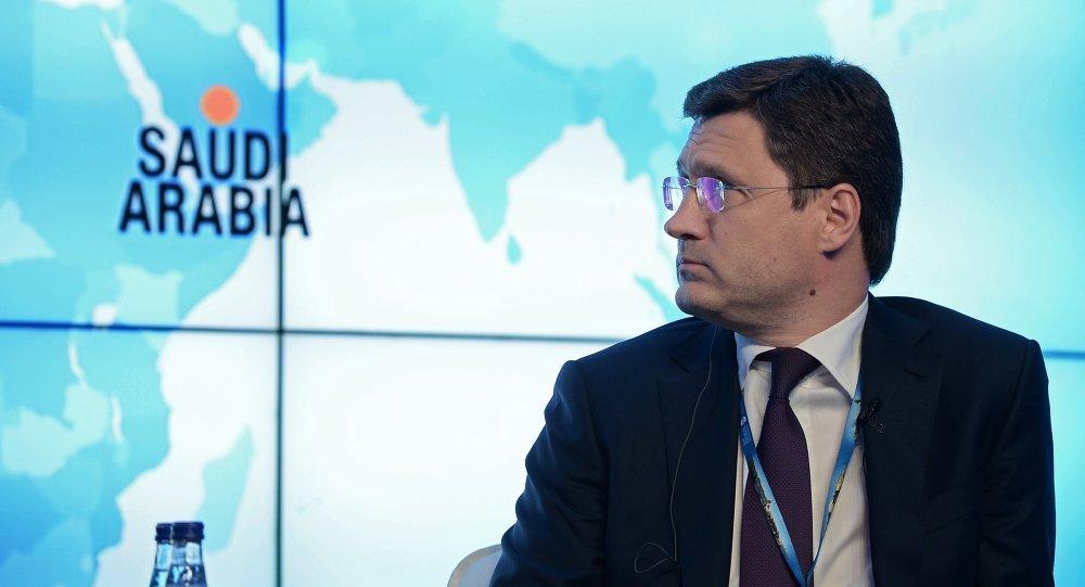 وزير الطاقة الروسي، ألكسندر نوفاك أثناء لقاء حواري متلفز لوكالة بلومبيرج العالمية على هامش منتدى سان بطرسبورغ الاقتصادي الدولي المنعقد حاليا في 18 يونيو/ حزيران 2015
