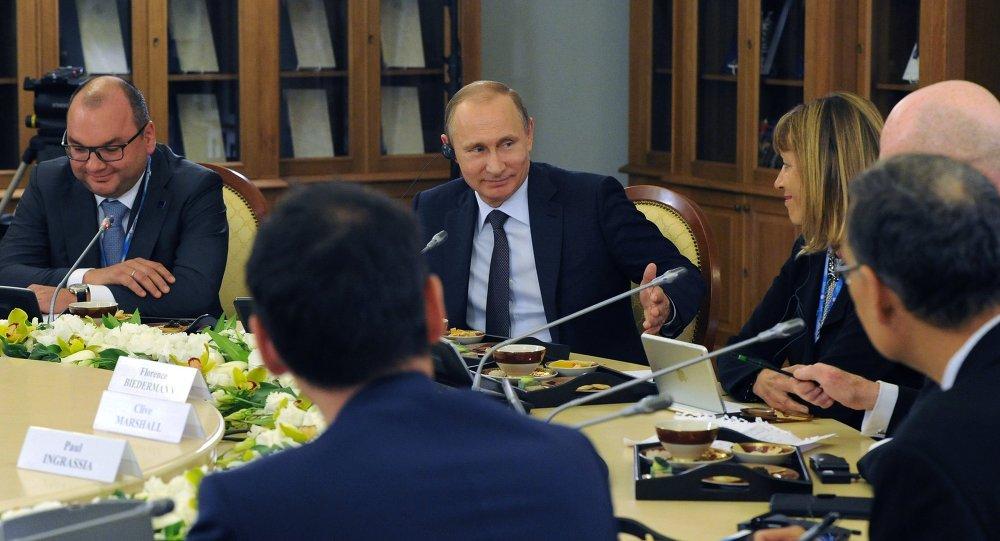 لقاء بوتين مع رؤساء كبريات وكالات الأنباء العالمية