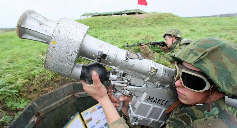 جندي من قوات خفر السواحل في تدريب