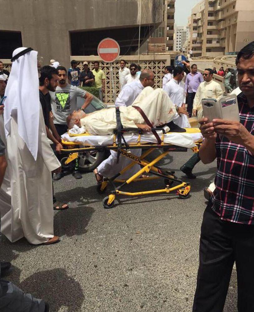أحد جرحى التفجير الإرهابي على مسجد الإمام الصادق بمنطقة الصوابر بمدينة الكويت