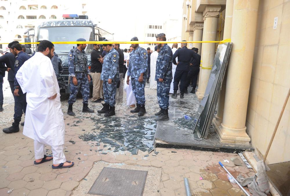 قوى الأمن الكويتية في مكان الحادث