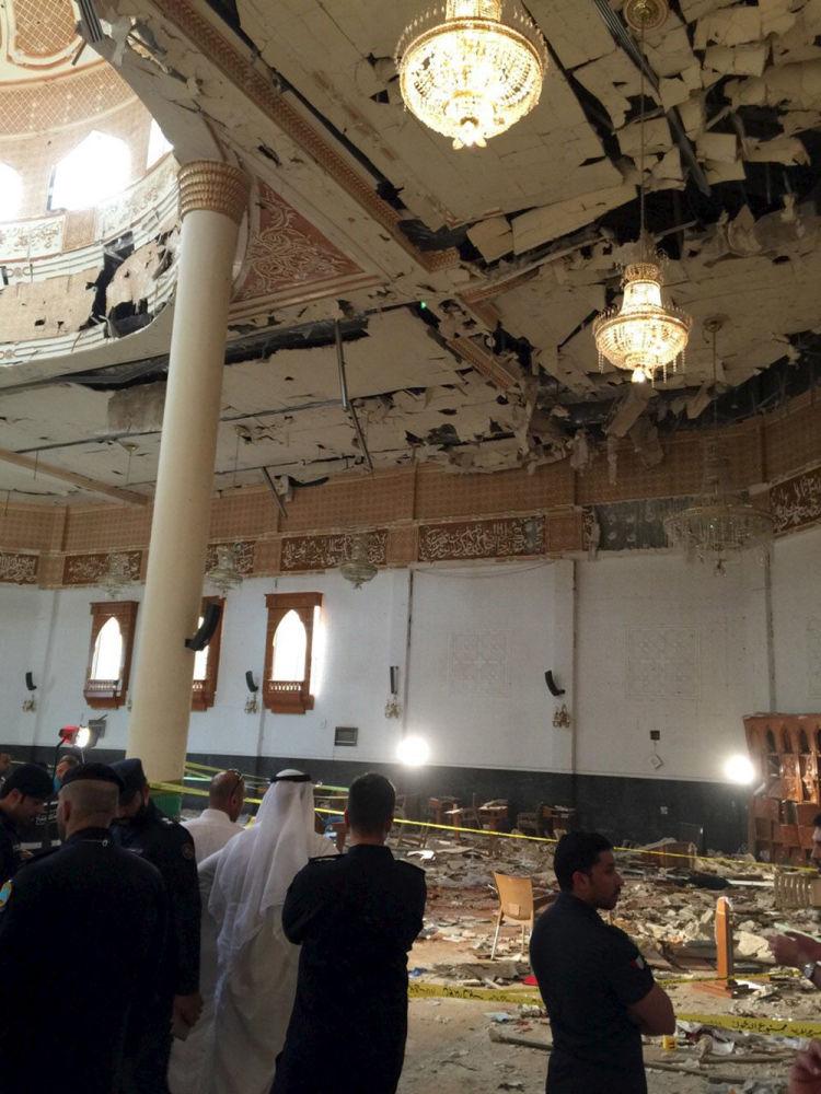 مسجد الإمام الصادق بمنطقة الصوابر في مدينة الكويت  حيث حدث الإنفجار
