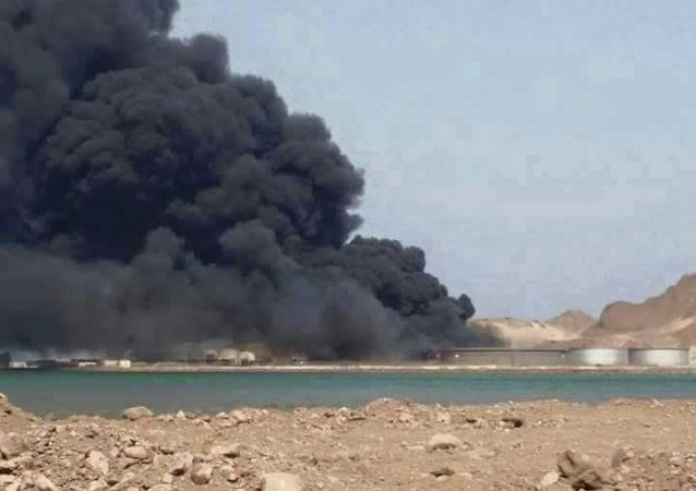 احتراق خزانات الوقود بمصفاة البريقا - عدن