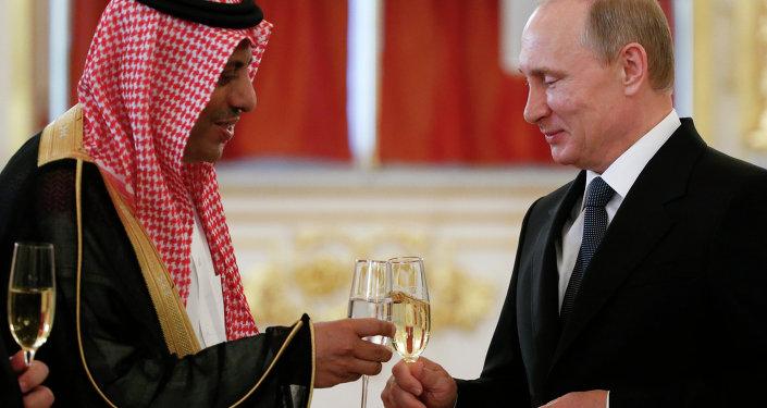 الرئيس فلاديمير بوتين مع السفير عبد الرحمن الرسي