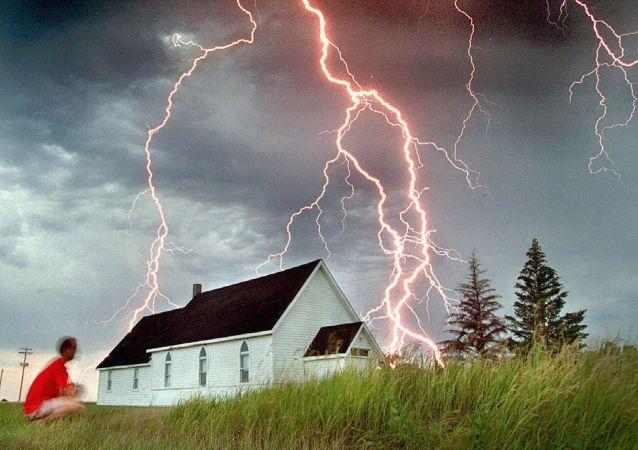البرق فى كندا