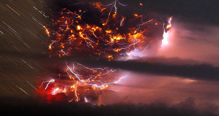 برق أثناء ثورة بركان فى تشيلى
