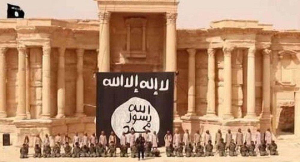 أطفال داعش ينفذون عملية إعدام جماعية لمواطنين سوريون على مدرجات المسرح الروماني فى تدمر