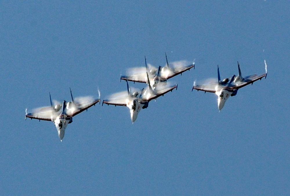 فرقة الاستعراضات الجوية ستريجي في المعرض الدولي العسكري البحري في مدينة سان بطرسبورغ