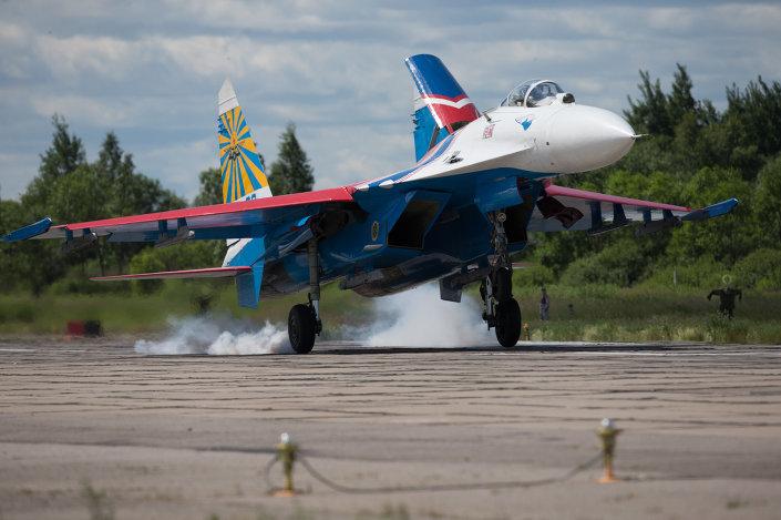 طائرات سو- 27 تابعة فرقة الاستعراضات الجوية روسكييه فيتيازي (الفرسان الروس)