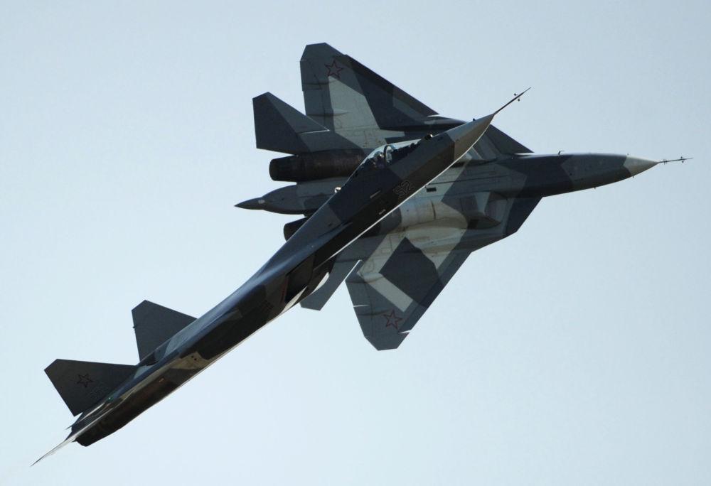 المقاتلة الروسية من الجيل الجديد  T-50 (باك فا) في المعرض الدولي الجوي ماكس 2011