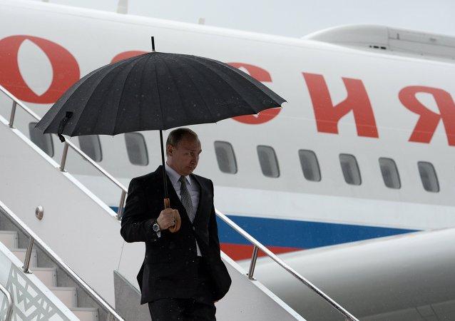 وصول الرئيس الروسي إلى إوفا للمشاركة في قمتي بريكس ومنظمة شنغهاي للتعاون