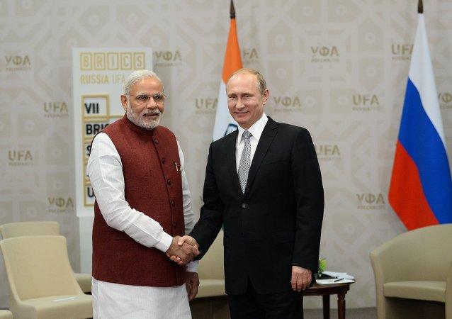 الرئيس الروسي فلاديمير بوتين خلال لقائه مع رئيس الوزراء الهندي نارندرا مودي