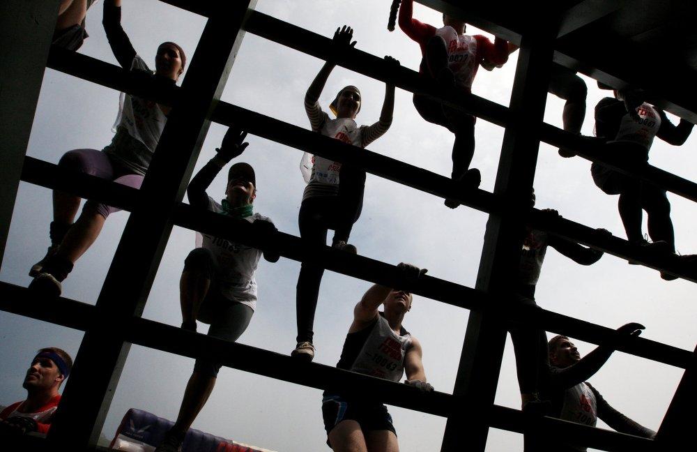 المشاركون في مسابقة سباق الأبطال في ملعب التدريب جورنستاي