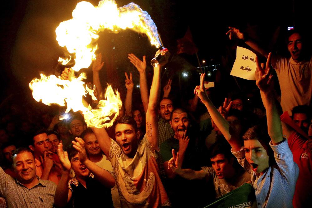 الإيرانيون يحتفلون بالإتفاق النووي فى العاصمة طهران