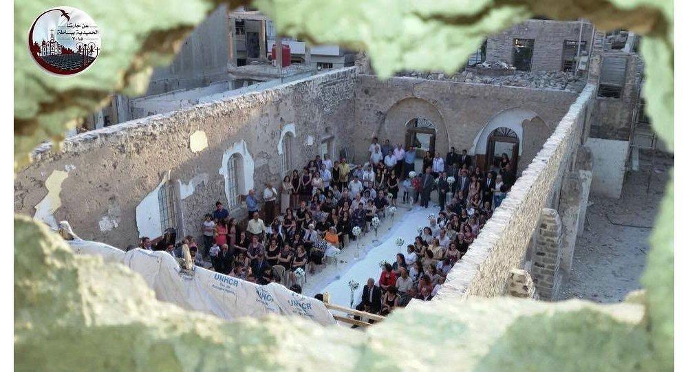 العروسان عقدا زواجهما بكنيسة سان جورج بحي الحميدية فى حمص